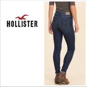 SOLD SOLD Super cute Hollister skinny jeans 💙